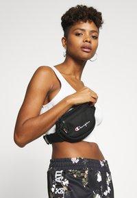 Champion Reverse Weave - BELT BAG - Ledvinka - black - 1