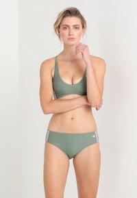 Champion Reverse Weave - SWIMMING BRIEF - Bikini-Hose - khaki - 1