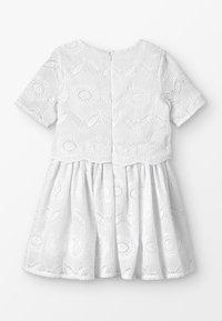 Carrement Beau - ROBE - Koktejlové šaty/ šaty na párty - blanc - 1