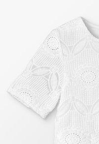 Carrement Beau - ROBE - Koktejlové šaty/ šaty na párty - blanc - 2