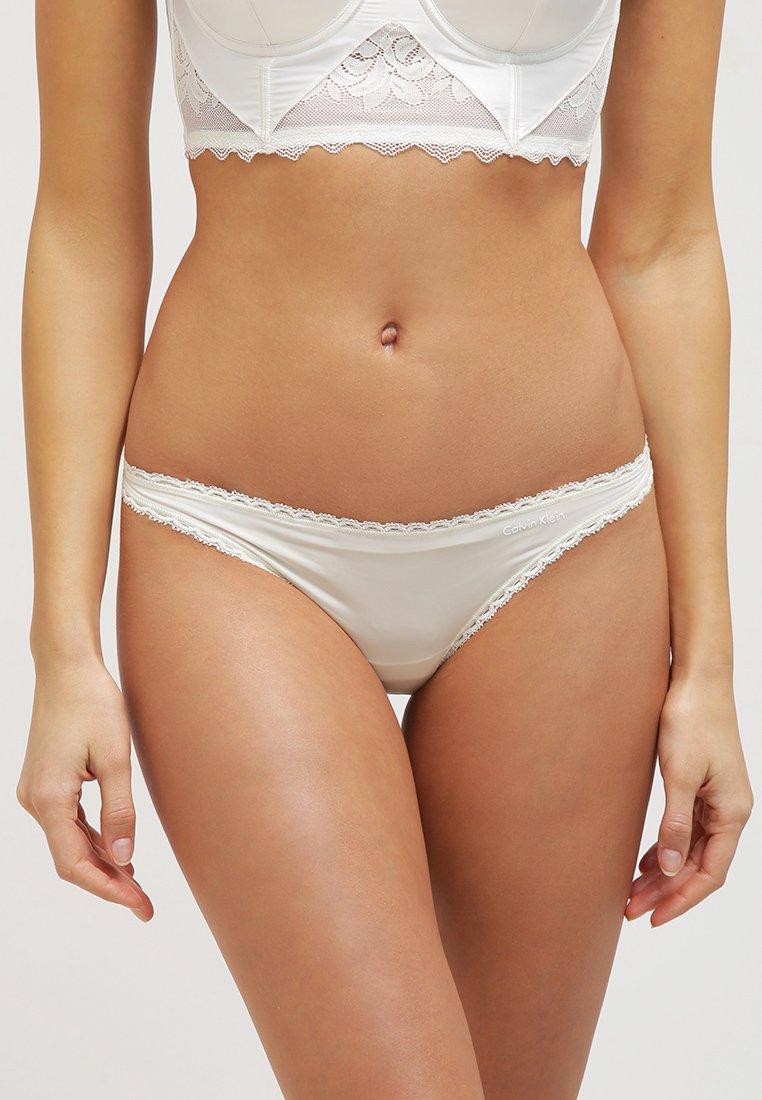 Calvin Klein Underwear - SEDUCTIVE COMFORT THONG - String - creme
