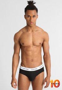 Calvin Klein Underwear - MULTI BRIEF 3 PACK - Slip - black - 0