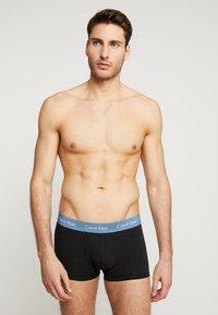 Calvin Klein Underwear - LOW RISE TRUNK 3 PACK - Shorty - blue/tourney/indigo - 1