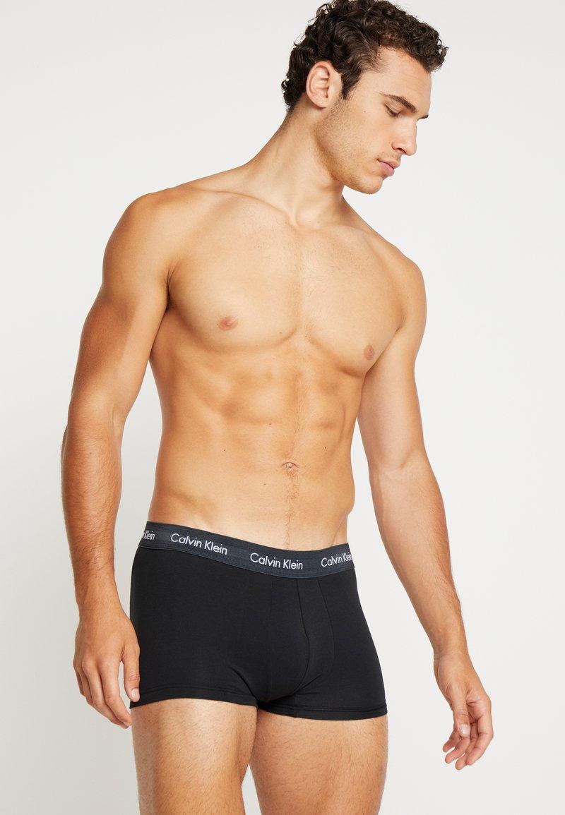 Calvin Klein Underwear - STRETCH LOW RISE TRUNK 3 PACK - Pants - black