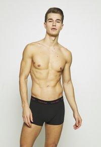 Calvin Klein Underwear - LOW RISE TRUNK 3 PACK - Culotte - black - 1