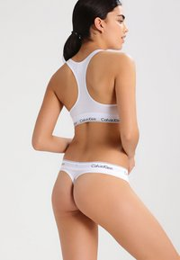 Calvin Klein Underwear - MODERN THONG - String - white - 2