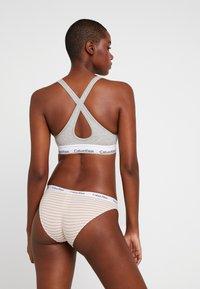 Calvin Klein Underwear - CAROUSEL - Figi - pale moss - 2