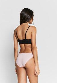 Calvin Klein Underwear - BOTTOMS UP 3 PACK - Underbukse - quiver/prarie pink/multi - 2