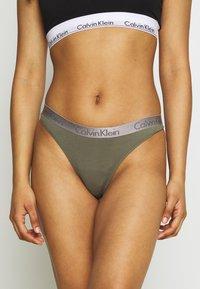 Calvin Klein Underwear - RADIANT THONG - Tanga - wild fern - 0