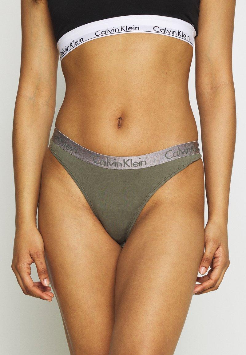 Calvin Klein Underwear - RADIANT THONG - Tanga - wild fern