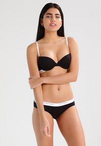 Calvin Klein Underwear - CHEEKINI - Alushousut - black - 1