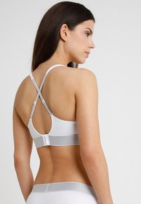 Calvin Klein Underwear - PLUNGE PUSH UP - Multiway / Strapless bra - white - 3