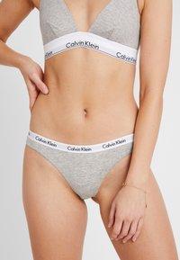 Calvin Klein Underwear - THONG 3 PACK  - String - pomelo/polar lights/grey - 0