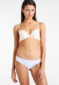 Calvin Klein Underwear - PLUNGE - Sujetador push-up - offwhite - 1