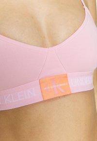 Calvin Klein Underwear - MONOGRAM UNLINED TRIANGLE - Bustier - prarie pink - 5