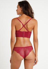 Calvin Klein Underwear - LINED STRAPLESS - Olkaimettomat/muut rintaliivit - red - 3