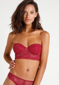 Calvin Klein Underwear - LINED STRAPLESS - Olkaimettomat/muut rintaliivit - red - 4