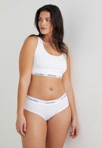 Calvin Klein Underwear - MODERN PLUS UNLINED BRALETTE - Topp - white - 1