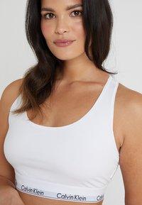 Calvin Klein Underwear - MODERN PLUS UNLINED BRALETTE - Topp - white - 3