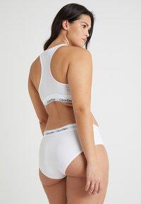 Calvin Klein Underwear - MODERN PLUS UNLINED BRALETTE - Bustino - white - 2