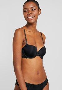 Calvin Klein Underwear - FLIRTY LINED BALCON - Sujetador con aros - black - 0