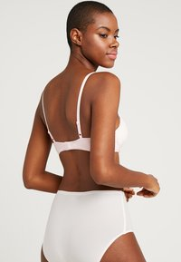 Calvin Klein Underwear - FLIRTY PLUNGE - Push-up bra - nymphs thigh - 2