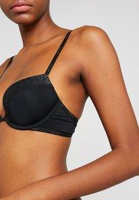 Calvin Klein Underwear - FLIRTY PLUNGE - Push-up bra - black - 4