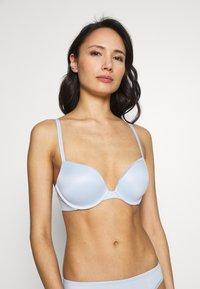 Calvin Klein Underwear - LIQUID TOUCH PUSH UP PLUNGE - Push-up bra - baby blue - 0