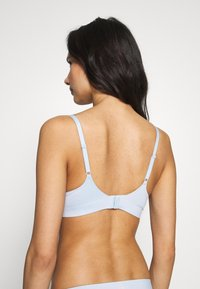 Calvin Klein Underwear - LIQUID TOUCH PUSH UP PLUNGE - Push-up bra - baby blue - 2