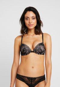 Calvin Klein Underwear - PETAL PUSH UP PLUNGE - Push up -rintaliivit - black - 0