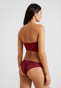 Calvin Klein Underwear - MEDALLION LIGHT LINED STRAPLESS - Reggiseno con spalline regolabili - raspberry jam - 3