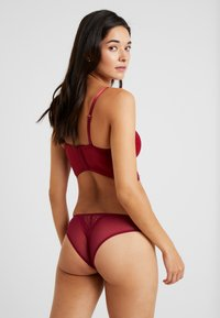 Calvin Klein Underwear - MEDALLION LIGHT LINED STRAPLESS - Reggiseno con spalline regolabili - raspberry jam - 2
