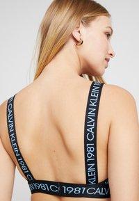Calvin Klein Underwear - 1981 BOLD UNLINED BRALETTE - Triangel-BH - temper - 5