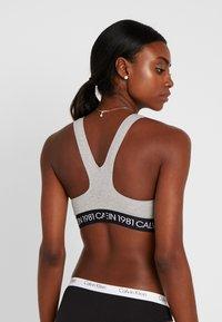 Calvin Klein Underwear - 1981 BOLD UNLINED BRALETTE - Biustonosz bustier - grey heather - 2
