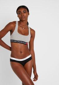 Calvin Klein Underwear - 1981 BOLD UNLINED BRALETTE - Biustonosz bustier - grey heather - 1