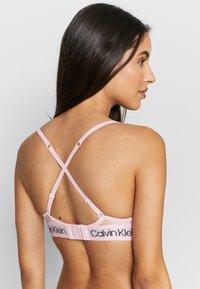 Calvin Klein Underwear - V DAY CAPSULE UNLINED - Triangel BH - prairie pink - 3