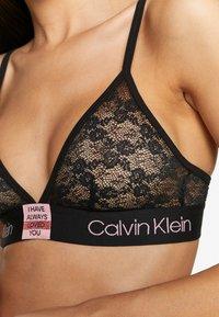 Calvin Klein Underwear - V DAY CAPSULE UNLINED - Trojúhelníková podprsenka - black - 4