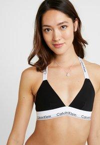 Calvin Klein Underwear - MODERN BRANDED STRAP TRIANGLE - Triangel-BH - black - 5