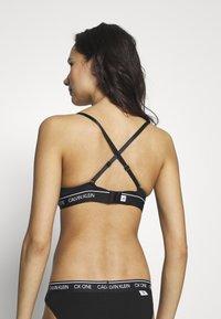 Calvin Klein Underwear - ONE MICRO PLUNGE - Sujetador sin tirantes/multiescote - black - 3