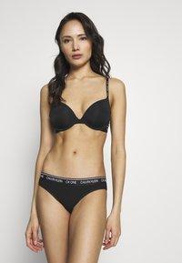 Calvin Klein Underwear - ONE MICRO PLUNGE - Sujetador sin tirantes/multiescote - black - 1