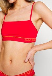 Calvin Klein Underwear - CK ONE MICRO UNLINED BRALETTE - Bustier - fury - 4