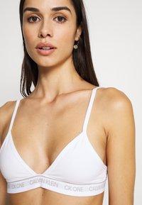 Calvin Klein Underwear - CK ONE COTTON UNLINED TRIANGLE - Triangel BH - white - 4