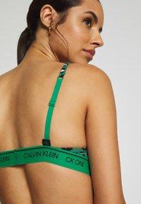 Calvin Klein Underwear - ONE UNLINED - Triangle bra - green/black/white - 3
