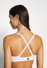 Calvin Klein Underwear - ONE LIGHTLY LINED DEMI - Sujetador push-up - white
