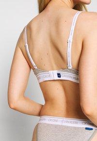Calvin Klein Underwear - ONE LIGHTLY LINED DEMI - Push-up BH - grey heather - 5