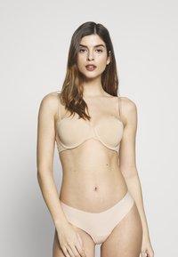 Calvin Klein Underwear - STRAPLESS CAPSULE - Multiway / Strapless bra - bare - 1