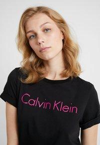 Calvin Klein Underwear - CREW NECK - Koszulka do spania - black - 4