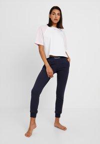 Calvin Klein Underwear - MODERN LOUNGE JOGGER - Pyjama bottoms - dark blue - 1