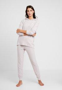 Calvin Klein Underwear - TEXTURED JOGGER - Pyjamahousut/-shortsit - gray lavendar hecci - 1
