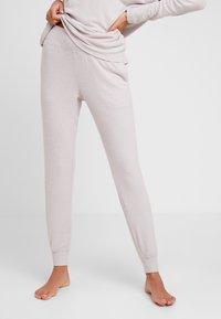 Calvin Klein Underwear - TEXTURED JOGGER - Pyjamahousut/-shortsit - gray lavendar hecci - 0